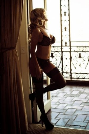 Marie-victoire outcall escort, sex club